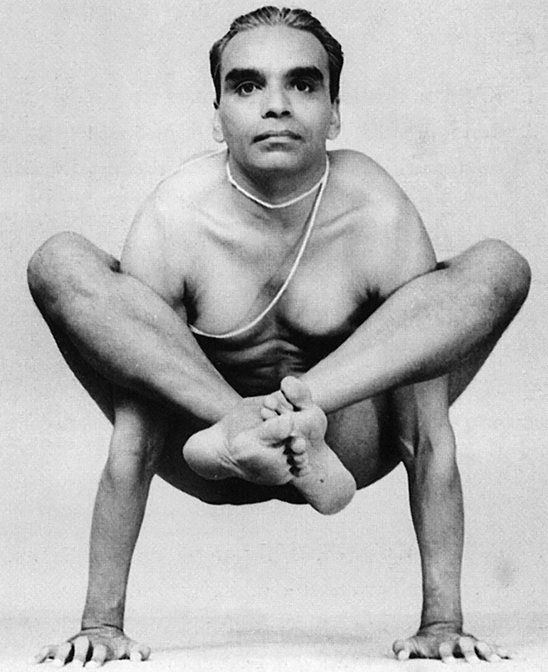 Yoga BKS Iyengar doing Bhujapidasana