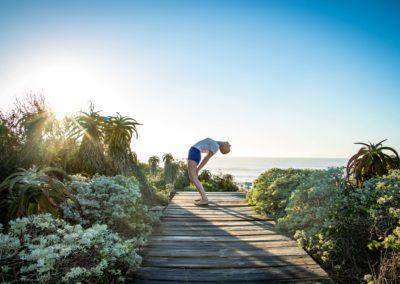 Yoga extensão atrás em jeffreys bay