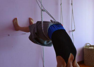 Yoga Viparita Dandasana nas cordas